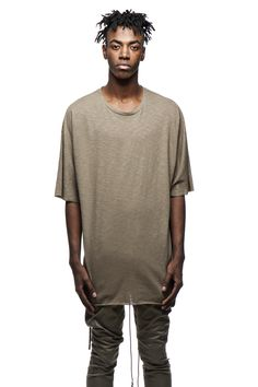 BBP - Blackboyplace100% CottonBat sleevesThis oversized Bat sleeves t-shirt is compounded out of authentic light-weight soft touch cotton. The fashion of this garment features a solid crew neck and longer sleeves that set in off the shoulders. A straight seam down the back of the tee structures the flowy body. The choice of raw-cut edges by means of laseredselvages on both arms and its hem showcase elongated draped details on the sides.The khaki Lion t-shirt partners exceptionally well…
