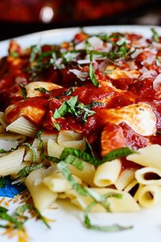 16 Pioneer Woman Recipes You Can Make in 16 Minutes via pioneer mozzarellachicken THE PIONEER WOMAN CHICKEN MOZZARELLA PASTA@PureWow