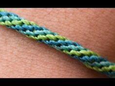 DIY Easy: Colored Stripes - Bracelet Tutorial by Macrame School. Everyone can wear this bracelet. Macrame Bag, Macrame Knots, Macrame Jewelry, Macrame Bracelets, Knotted Bracelet, Macrame Patterns, Beading Patterns, Crochet Patterns, Cordon Crochet