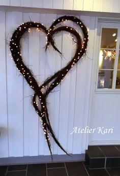 Atelier Kari naturdekorasjoner og kranser: Karis Julekalender - Luke 15 - Debbie Lewis - Welcome to the World of Decor! Christmas Time, Christmas Wreaths, Christmas Crafts, Christmas Porch, Xmas, Holiday, Valentine Decorations, Christmas Decorations, Third Sunday Of Advent
