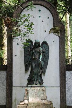 Alter Friedhof und botanischer Garten in Minden Old Cemeteries, Minden, Memento Mori, Alter, Cemetery, Bodies, Oversized Mirror, Germany, Army