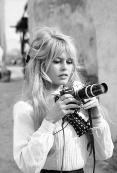 Vintage Hairstyles With Bangs Brigitte Bardot - Brigitte Bardot Haircuts For Long Hair, Hairstyles For Round Faces, Vintage Hairstyles, Hairstyles With Bangs, Trendy Hairstyles, Wedding Hairstyles, Style Hairstyle, Bridgitte Bardot, Bridget Bardot Hair