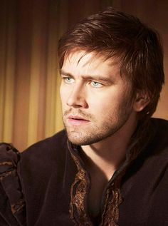Torrance Coombs ugh those eyes! Plays Bash on Reign. Mary Queen Of Scots, Queen Mary, Sebastian Reign, Reign Bash, Hogwarts, Torrance Coombs, Reign Tv Show, Attractive Men, Good Looking Men
