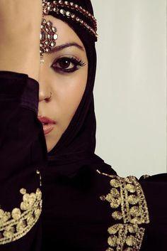 black and gold #MuslimWedding, #PerfectMuslimWedding, #IslamicWedding, www.PerfectMuslimWedding.com