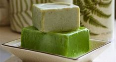 Κοινοποιήστε στο Facebook Αγνό και μυρωδάτο, το πράσινο σαπούνι είναι συνώνυμο με την απαλή περιποίηση και την αστραφτερη καθαριότητα… Μάθετε μυστικά για τη χρήση και την παρασκευή του. Πλύσιμο μωρουδιακών στο χέρι ή στο πλυντήριο, με το ειδικό τρίμμα. Σφουγγάρισμα...