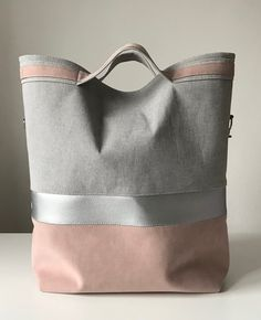Sewing jeans bag fun Ideas for 2019 Louis Vuitton Taschen, Sac Week End, Diy Bags Purses, Diy Handbag, Linen Bag, Handmade Bags, Beautiful Bags, My Bags, Fashion Bags
