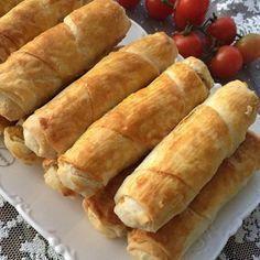 Sirkeli Unlu Çıtır Börek 4 yufka 1,5 su bardağı sıvıyağ 4 yemek kaşığı sirke ( Sirkenin miktarı sizi korkutmasın kesinlikle kokmuyor) 4 dolu yemek kaşığı un Üzerine sürmek için bir yumurta sarısı İç Harcı 4 adet büyük boy haşlanmış patates rendelenir tuz kırmızı toz biber pul biber biraz nane Yapılışı : Yağ, sirke,un hepsini karıştırıp …