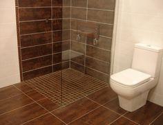 ducha de obra combinando gres porcelnico con gresite en el suelo