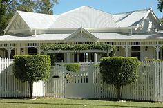 "Beautiful Interiors and Century Style: ""Cooloola"" Hamptons Style Homes, Hamptons House, Grey Houses, Old Houses, Beautiful Interiors, Beautiful Homes, Queenslander House, Hudson Homes, Homestead House"