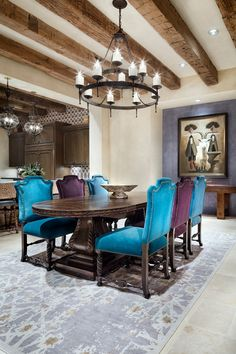 Grande et spacieuse cuisine avec un espace repas de tous les jours