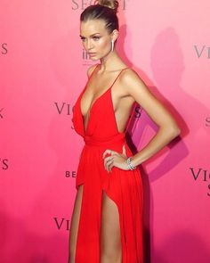 Jo at the PINK carpet ❤️ . .  #victoriassecret #victoriasecret #model #models #supermodel #supermodels #vsmodel  #vsmodels  #vsfashionshow #vsbackstage #goals #bodygoals #facegoals #fashionshow #Vspink #vsx #vsangels #vsangel #adrianalima #alessandraambrosio #candiceswanepoel #jasminetookes #behatiprinsloo #sarasampaio #taylorhill #josephineskriver #elsahosk #vsfs2016