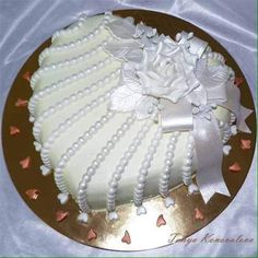 Best 12 Heart cake with pearl like trim Pretty Cakes, Beautiful Cakes, Amazing Cakes, Heart Shaped Cakes, Heart Cakes, Heart Shaped Wedding Cakes, Unique Cakes, Creative Cakes, Simple Cakes