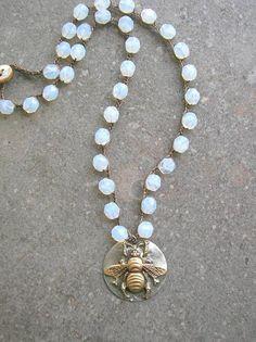 Crochet abeille pendentif collier abeille summer par 3DivasStudio