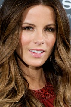 Kate Beckinsale Makes a Strong Case For Breaking Up With Your Black Eyeliner Pencil...i love her