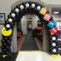 ideas birthday decorations for men party pac man 80s Birthday Parties, 50th Birthday Party Decorations, 90s Party, Retro Party, 80s Decorations, Birthday Games, 80s Party Themes, 30th Birthday Ideas For Men Party, Geek Party