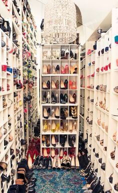 Dream shoe room!!!! Omg if my closet looked like this..