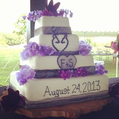 hhhmmm.. pink instead of the purple.. I think I want this with the mechanic wedding topper at the top of the cake! EVERYTHING I LOVE on the cake!! Initials A+K and my doe and buck heart that I love and pink and camo, and Adam and I's date that we get married :)
