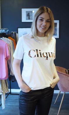 tia t-skjorte hvit med print clique samsøe samsøe nerio T Shirts For Women, Fashion, Moda, Fashion Styles, Fasion