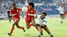 England 0 Morocco 0 in 1986 in Monterrey. Mustafa El Biyaz and Bryan Robson battle for the ball in Group F #WorldCupFinals