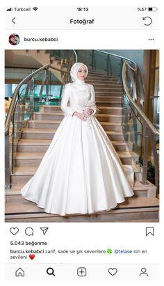 Wedding Hijab Styles, Fancy Wedding Dresses, Beautiful Wedding Gowns, Pakistani Wedding Dresses, Modest Wedding, Bridal Hijab, Bridal Outfits, Bridal Dresses, Muslimah Wedding Dress