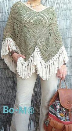 Crochet Poncho Bo-M: Poncho Verde Caqui Poncho Au Crochet, Crochet Diy, Crochet Poncho Patterns, Crochet Jacket, Crochet Crafts, Crochet Stitches, Hippie Crochet, Crochet Squares, Granny Squares