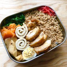 """キューライス on Twitter: """"今日のお弁当、鶏生姜そぼろ、鶏もも肉のレモン照り焼き、ほうれん草ナムル、にんじん胡麻酢、たけのこのオイスターソース炒め、油揚げの含め煮、マスタードエッグ。… """" Bento, Hummus, Lunch Box, Make It Yourself, Ethnic Recipes, Food, Twitter, Essen, Bento Box"""