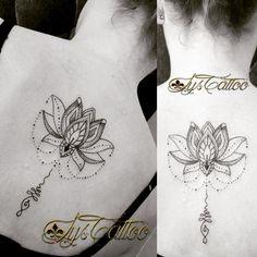 Tatouage dos femme, fleur de lotus, unalome etperles, tatouage lignes et dotwork, by lys tattoo à Gradignan proche Bordeaux en Gironde