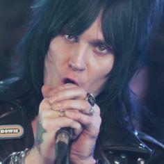 "Classic Rock premiere of Biters ""1975"" music video"