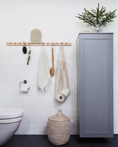 """1,070 Likes, 39 Comments - bloggaibagis /// Janniche (@bloggaibagis) on Instagram: """"Mera badrum, här från vårt stora i källaren. Har klurat på hur jag skulle piffa till det lite, så…"""""""