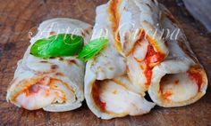 Cannoli di piadina con mozzarella e pomodoro