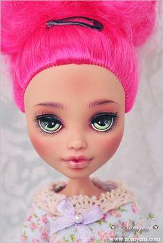 I like this eye shape. Custom Monster High Dolls, Monster High Repaint, Monster Dolls, Custom Dolls, Mattel Dolls, Ooak Dolls, Art Dolls, Howleen Wolf, Artist Sketchbook