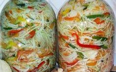 Merită încercat ,Salată de varză tocmai bună pentru iarnă. O rețetă de milioane. Pork Roll, Canning Pickles, Jacque Pepin, Romanian Food, Hungarian Recipes, Fresh Rolls, Health And Wellness, Spicy, Cabbage