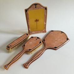 Has tiny chip in top corner and no glass to cover picture Hair Brush- Has 2 yellow spots on Cover Picture, Cover Pics, Picture Frame, Hair Vanity, Vanity Set, Vintage Stuff, Vintage Art, Art Deco Vanity, Dresser Sets