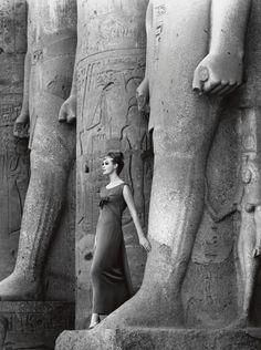 Egypt, 1961. An exceptional fashion photo taken by F.C. Gundlach.