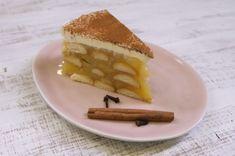 V redakční kuchyni časopisu Apetit jsme pro vás upekli novou kuchařku! Jmenuje se Bleskové dezerty a obsahuje více než 100 receptů na naše nejoblíbenější pečené i nepečené moučníky, které zvládnete připravit v rekordním čase. Nechybí mezi nimi ani tenhle neodolatelný jablečný dort, který zbožňujeme už od dětství! Vypadá efektně, chutná skvěle, a jeho příprava je přitom naprostá hračka. Zavzpomínejte si s námi a připravte tuhle nostalgickou dobrotu. Úspěch zaručen! Nepečený jablečný dort… Cheesecake, Waffles, Food And Drink, Breakfast, Desserts, Recipes, Per Diem, Bebe, Morning Coffee