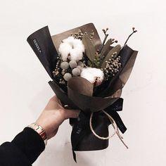 "1,846 Likes, 12 Comments - 플로리스트 이주연 florist Lee Ju Yeon (@vanessflower) on Instagram: ""#vanessflower #vaness #flower #florist #flowershop #handtied #flowergram #flowerlesson #flowerclass…"""