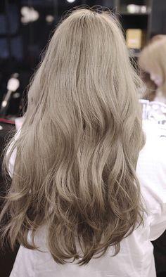 29 Ideas Skin Color Hair Highlights For 2019 Ombre Hair Color, Cool Hair Color, Brown Hair Colors, Blonde Hair Korean, Ash Blonde Hair, Beige Hair, Ash Beige, Dye My Hair, Light Brown Hair