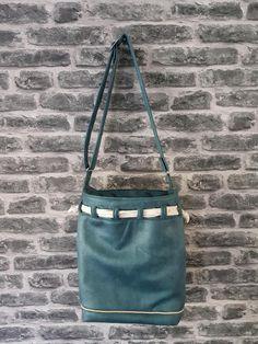 Sac seau Calypso bleu canard cousu par Odile - Patron Sacôtin Bucket Bag, Calypso, Bags, Boutique, Fashion, Teal, Sewing, Handbags, Moda