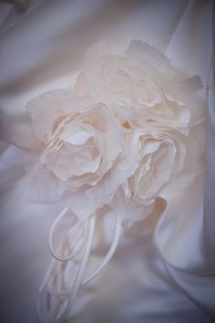 My wedding photos material flower detail Material Flowers, Wedding Photos, Wedding Ideas, Diy Projects To Try, Craft Items, To My Daughter, Decorating Ideas, Crafty, Detail