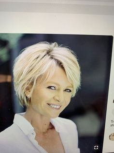 The Short Pixie Cut - 58 Great Haircuts You'll See for 2019 - Hairstyles Trends Cute Bob Hairstyles, Hairstyles With Glasses, Great Haircuts, Best Short Haircuts, Older Women Hairstyles, Trending Hairstyles, Layered Haircuts, 2018 Haircuts, Short Hair Cuts