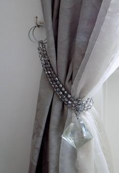 Luxury triple strand Bohemian crystals tieback with big glass pendant *****LIMITED EDITION**** This curtain tieback is an exclusive creation made in Italy with AAA materials and original creativity. its a luxury item idwhich will allow you to tie your curtains in no time with Curtain Tie Backs Diy, Curtain Ties, Shabby Chic Curtains, Home Curtains, Rideaux Shabby Chic, Style Salon, Rideaux Design, Deco Studio, Curtain Holder