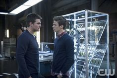 "Arrow -- ""Three Ghosts"" -- Image AR209b_0462b -- Pictured (L-R): Stephen Amell as Oliver Queen and Grant Gustin as Barry Allen -- Photo: Diyah Pera/The CW -- � 2013 The CW Network, LLC. All Rights Reservedpn"