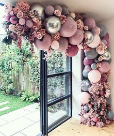 Top 20 Creative Balloons Wedding Decor Ideas If you think that balloons are just for birthdays, you will certainly think again after you see these 20 awesome balloon wedding ideas. From fun backdrops for Birthday Balloon Decorations, Birthday Balloons, Wedding Decorations, Wedding Ideas, Pink Decorations, Balloon Centerpieces, Wedding Entrance, Entrance Decor, Pink Balloons