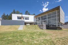 Imagen 1 de 21 de la galería de Casa en Quito / Bernardo Bustamante. Fotografía de Sebastián Crespo