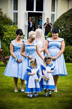 Alice in Wonderland Wedding: Adam & Louise Too cheesy for my taste.. But it's a cute idea! Haha