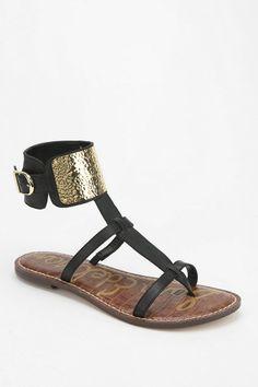 3cfcd8cdf0dd6f Sam Edelman Genette Cutout T-Strap Sandal - Urban Outfitters Bijoux De  Pied, Belle