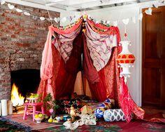 Bohemian Style Free flowing colorful and carefree schlafzimmer-thema-baldachin-ideen-tagesliege-wohnzimmer-pink-lila-bunt-vorhänge-boho-zigeuner-marokkanische-mädchen-weiblich-stylish-Leseecke-inspiration-frühling-sommer-schick-raffiniert. Rideaux Boho, Do It Yourself Quotes, Creative Valentines Day Ideas, Pink Lila, Estilo Hippie, Hippy Chic, Boho Chic, Deco Boheme, Cozy Nook
