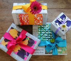 50 Creative Gift Wrapping Ideas for Christmas | newspaper gift wrap idea