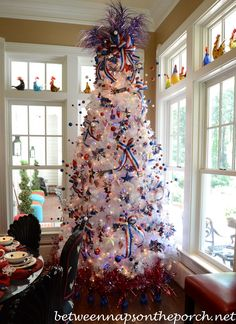 of July Decorating Ideas: Decorate a Tree! Darling Fourth Of July Tree! Love this holiday tree! Christmas Tree Themes, Holiday Tree, Blue Christmas, Christmas In July, Prim Christmas, Country Christmas, Fourth Of July Decor, 4th Of July Decorations, 4th Of July Party
