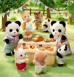 Calico Critters Families, Critters 3, Hello Kitty Toys, Creepy Guy, Sylvanian Families, Cute Toys, Disney Food, Cat Art, Animal Crossing